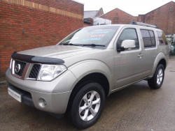 2009 Nissan Pathfinder image 2