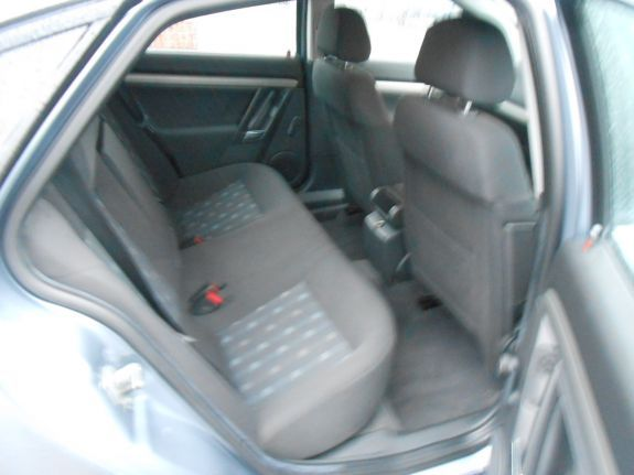 2008 Vauxhall Vectra 1.8 i VVT Life 5dr image 6