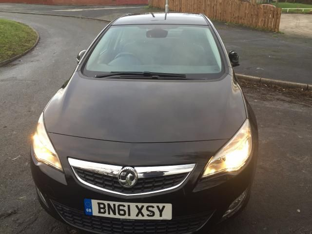2011 VAUXHALL ASTRA 1.6 SE CDTI 5dr image 2