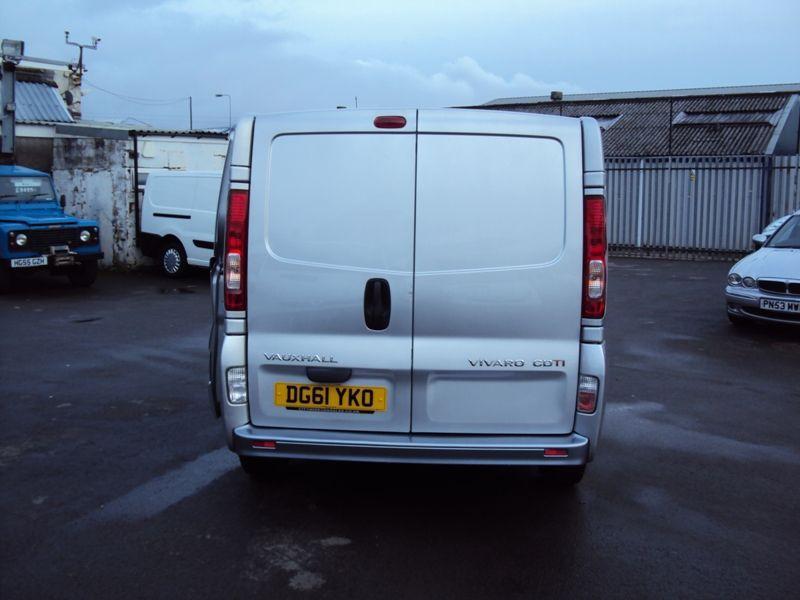 2011 Vauxhall Vivaro 2.0CDTi image 3