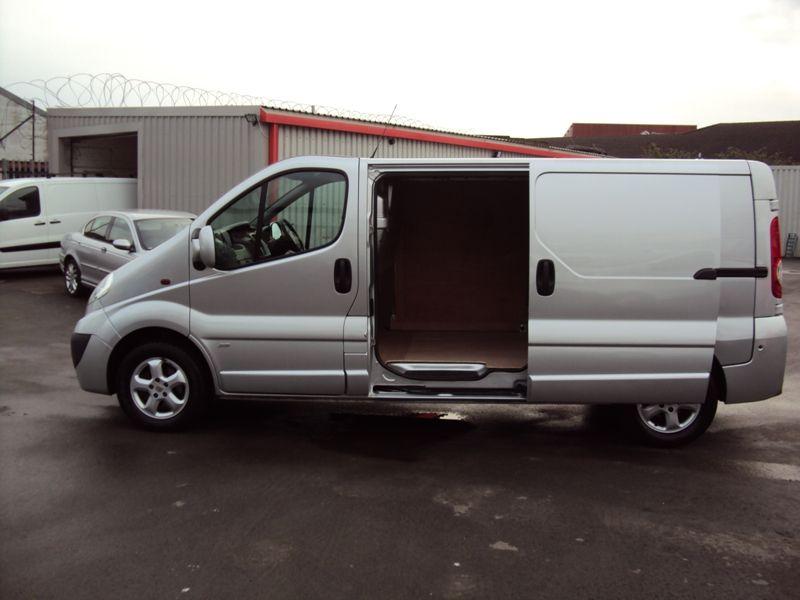 2011 Vauxhall Vivaro 2.0CDTi image 4