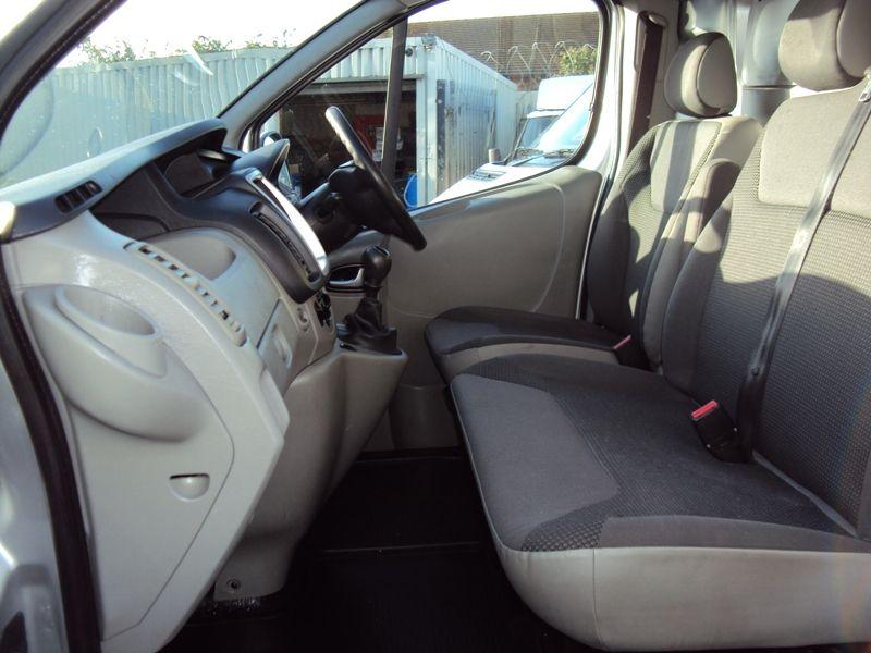 2011 Vauxhall Vivaro 2.0CDTi image 6