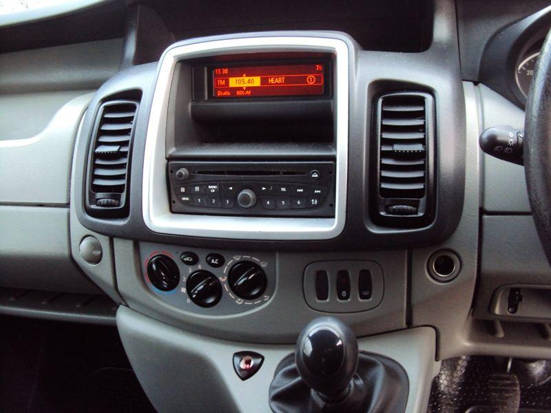 2011 Vauxhall Vivaro 2.0CDTi image 7