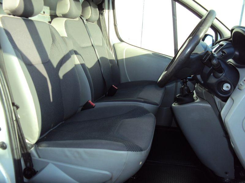 2011 Vauxhall Vivaro 2.0CDTi image 8
