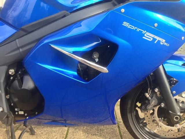 2011 Triumph Sprint ST 1050 image 7