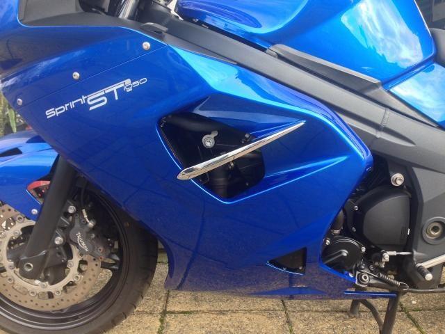 2011 Triumph Sprint ST 1050 image 8