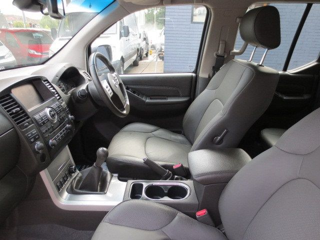 2013 Nissan Navara Tekna Connect 2.5DCi 4x4 image 8