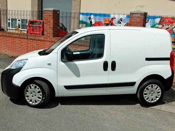 2012 Peugeot Bipper Professional HDi image 2