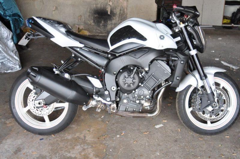 2012 Yamaha FZ1 URGENT!!! image 1