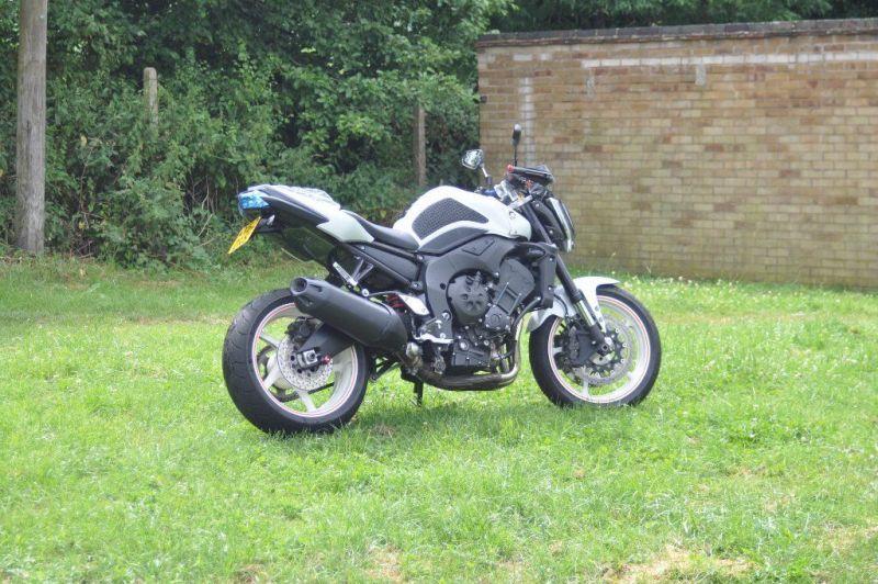 2012 Yamaha FZ1 URGENT!!! image 2