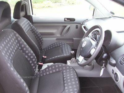 2002 Volkswagen Beetle 2.0 image 6