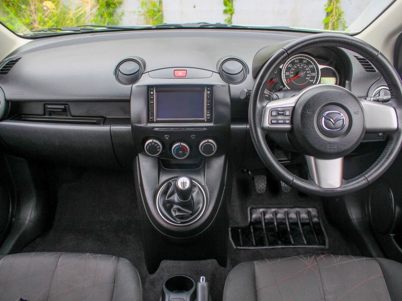 2013 Mazda2 Venture Edition image 6