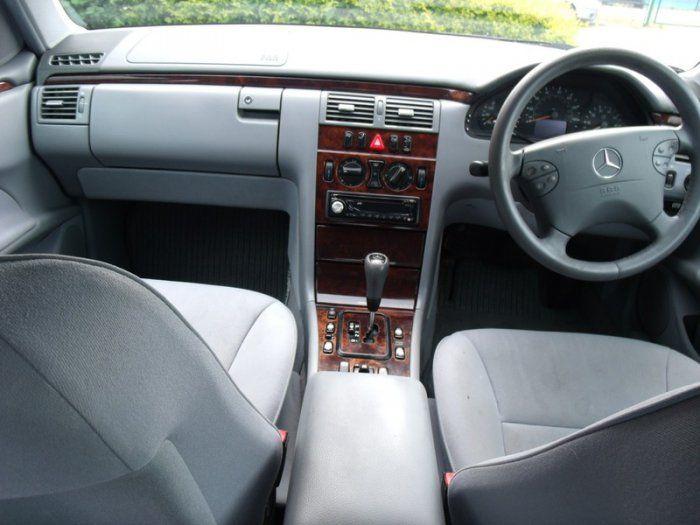 2000 Mercedes-Benz 2.4 E 240 image 6