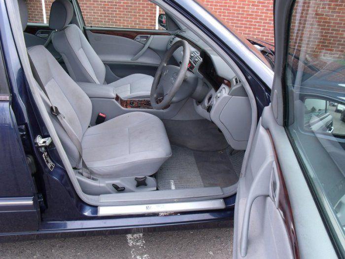 2000 Mercedes-Benz 2.4 E 240 image 7