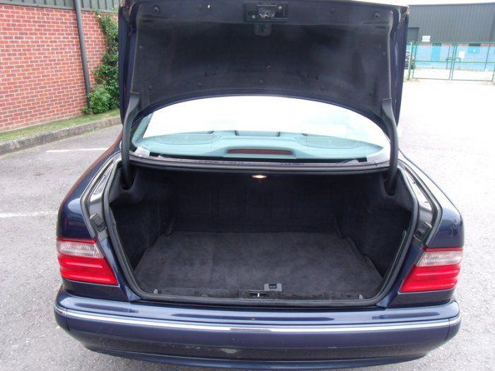 2000 Mercedes-Benz 2.4 E 240 image 9