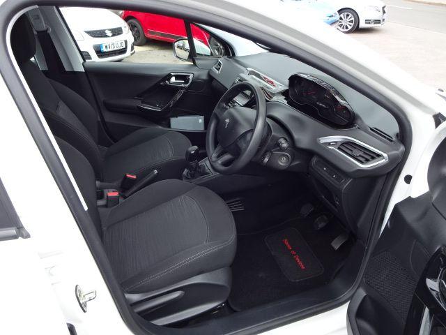 2013 Peugeot 208 Access Plus image 6