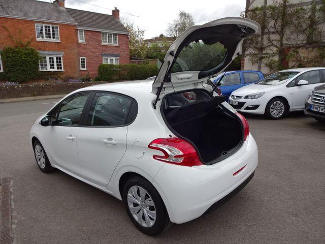 2013 Peugeot 208 Access Plus image 9