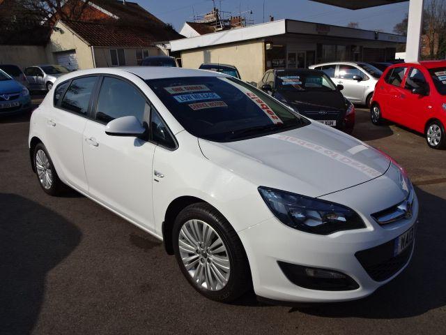2013 Vauxhall Astra 1.4i image 1
