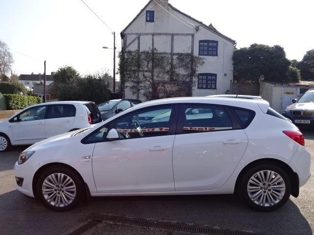 2013 Vauxhall Astra 1.4i image 4