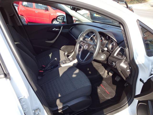2013 Vauxhall Astra 1.4i image 7