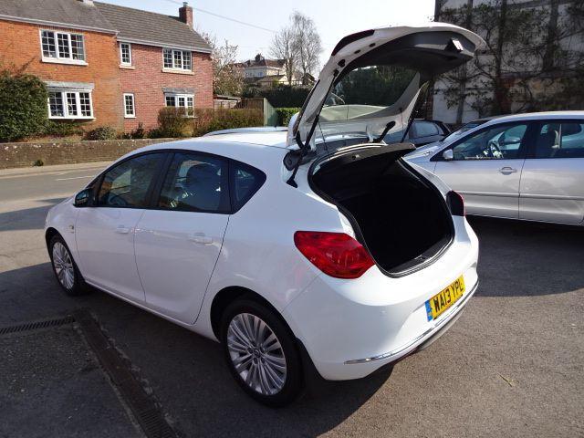 2013 Vauxhall Astra 1.4i image 9