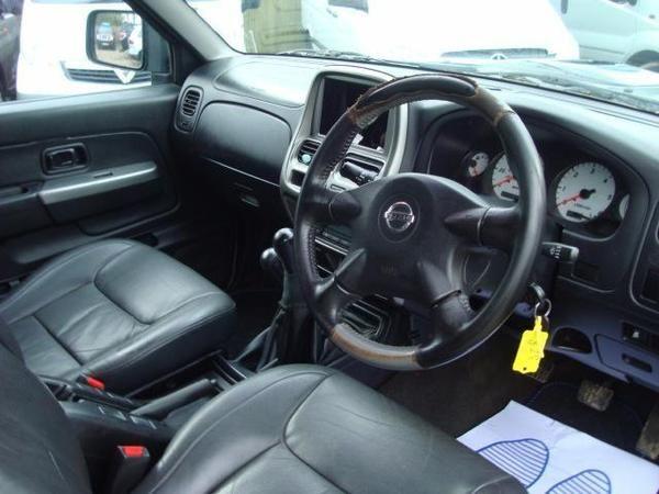 2005 Nissan Navara 2.5 Di Sport 4dr image 6