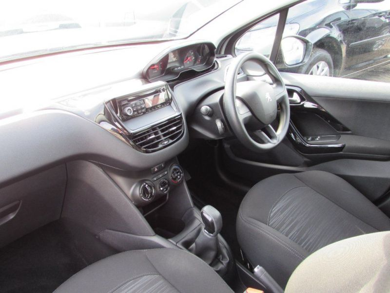 2013 Peugeot 208 1.2 VTi Access+ 5dr image 5