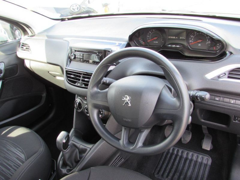 2013 Peugeot 208 1.2 VTi Access+ 5dr image 6