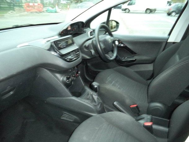 2013 Peugeot 208 1.4 HDi FAP Access+ 5dr image 5