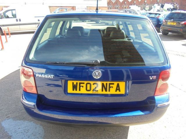 2002 Volkswagen Passat 2.3 V5 5d image 4