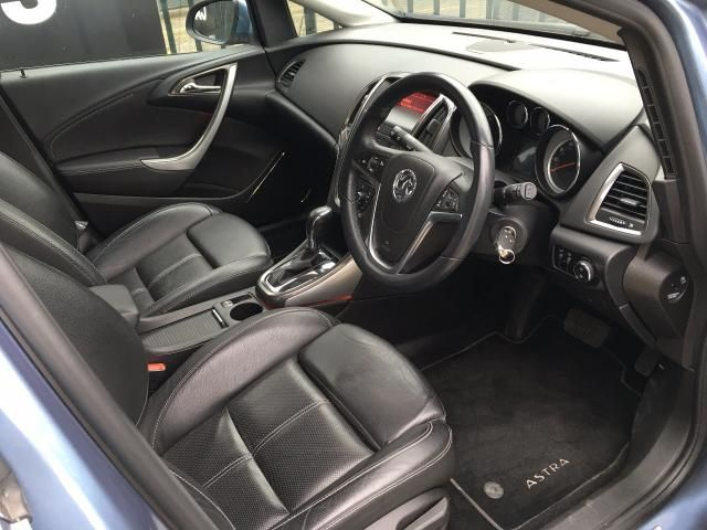 2010 Vauxhall Astra 1.6 Elite 5d image 6