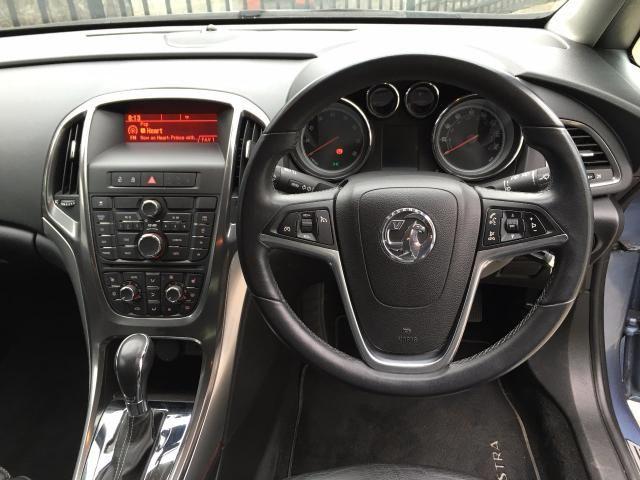 2010 Vauxhall Astra 1.6 Elite 5d image 7