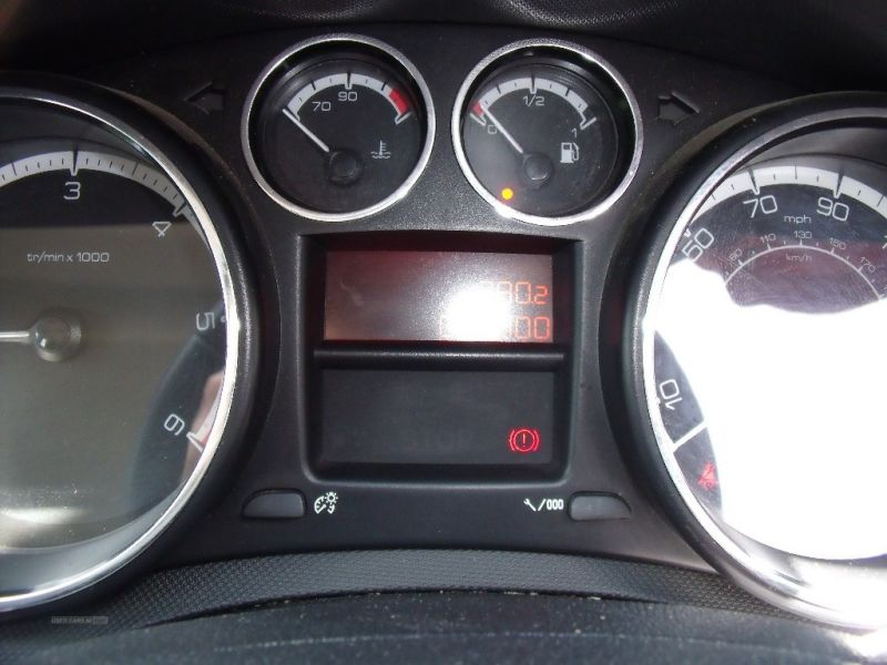 2011 Peugeot 308 Sport HDI image 8