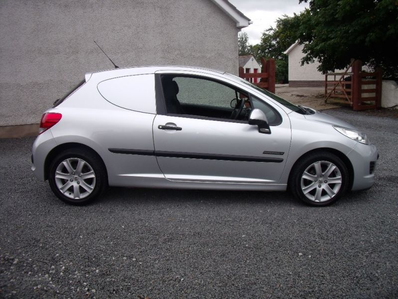 2011 Peugeot 207 HDI image 3