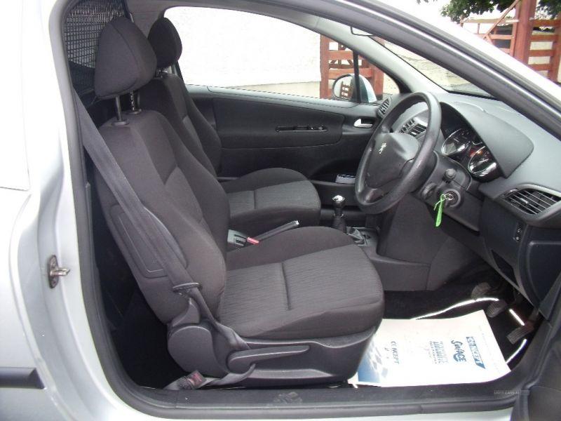 2011 Peugeot 207 HDI image 8