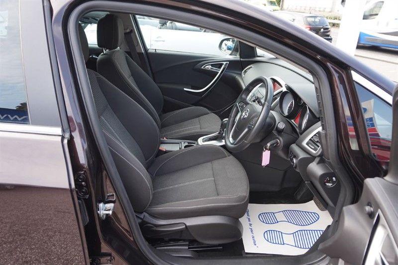 2012 Vauxhall Astra 1.6 SRI CDTI 5dr image 6