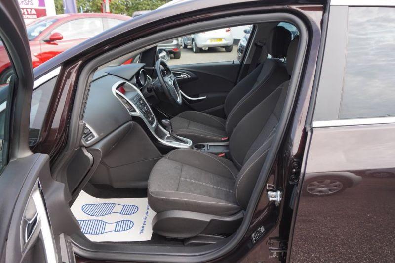 2012 Vauxhall Astra 1.6 SRI CDTI 5dr image 8