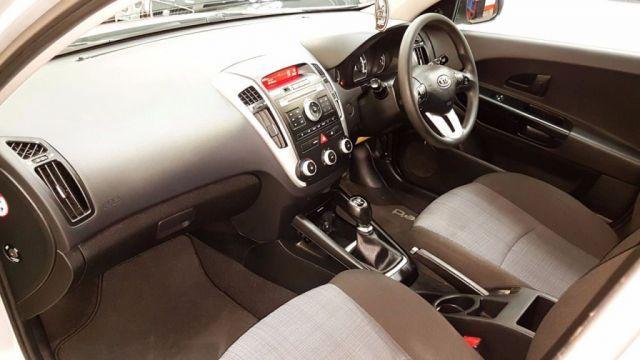 2009 Kia Ceed 1.4 1 5d image 5