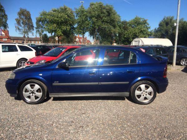 2004 Vauxhall Astra 1.8i 16V SRi 5dr image 4