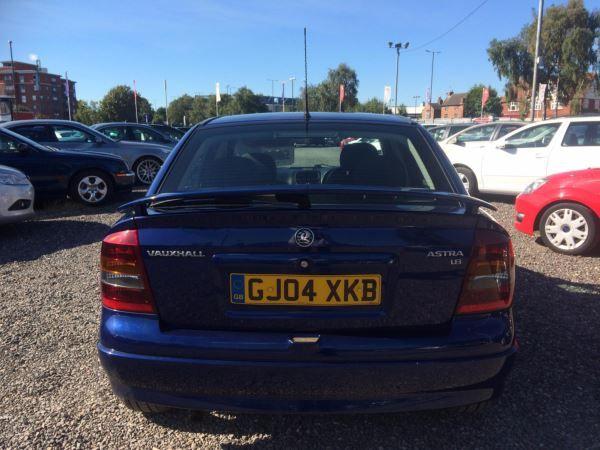 2004 Vauxhall Astra 1.8i 16V SRi 5dr image 5