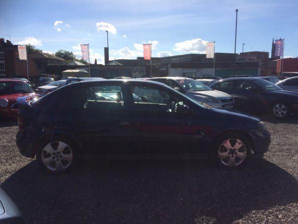 2004 Vauxhall Astra 1.8i 16V SRi 5dr image 6