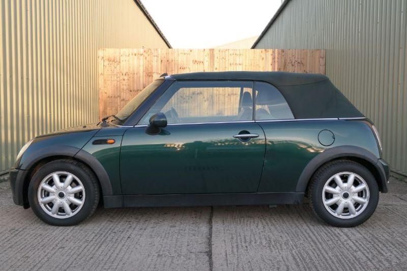 2006 MINI Convertible Cooper image 3