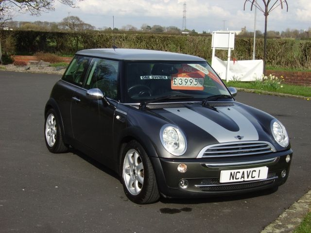 2005 Mini Hatchback 1.6 Cooper image 1