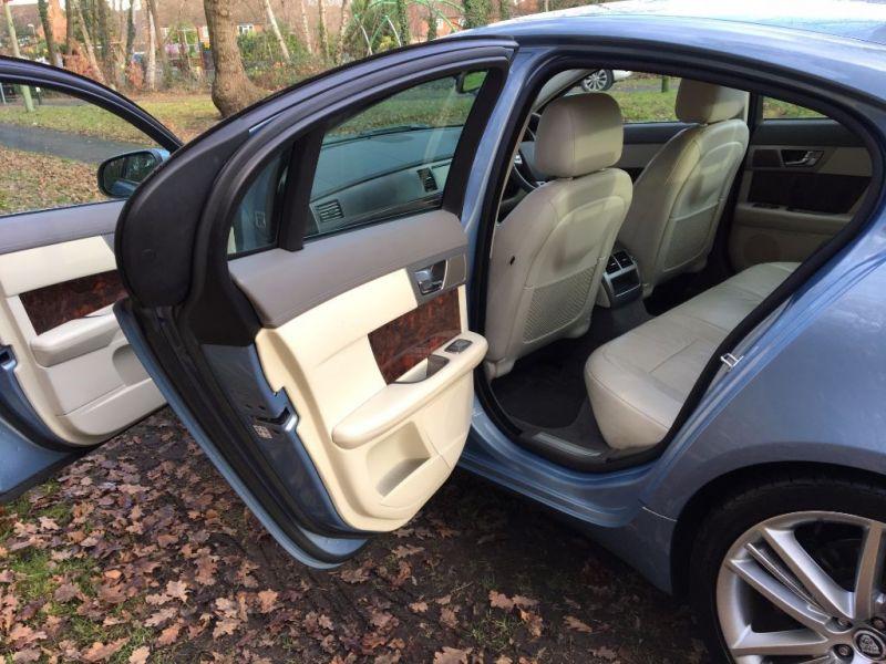 2009 Jaguar XF Premium Luxury V6 image 6