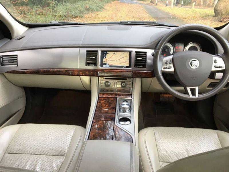 2009 Jaguar XF Premium Luxury V6 image 8