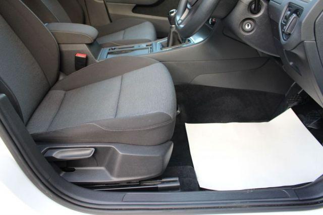 2013 Volkswagen Golf 1.6 S TDI 5d image 7