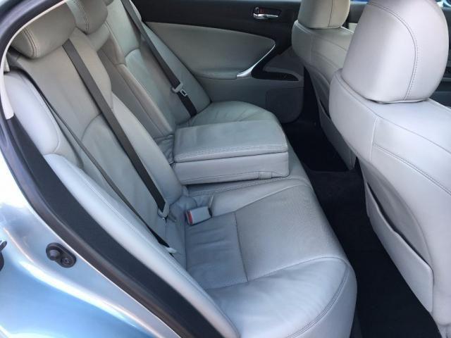 2007 Lexus IS 2.2 TD SE 4dr image 9