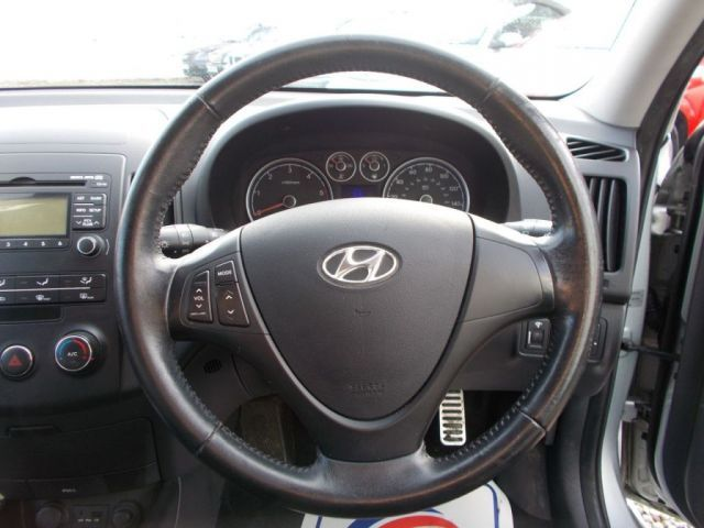 2010 Hyundai i30 1.6 CRDI 5d image 10