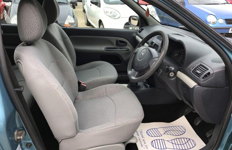 2005 Renault Clio 1.5 dCi image 10