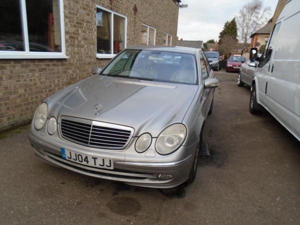 2005 Mercedes-Benz E320 CDI image 2